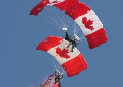 ComoxAirshow-parachuters-web